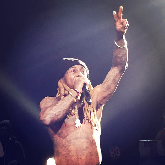 Better Quality Footage Of Lil Wayne Kicking Someone Out Of His Concert In Denver For Throwing Money At Him