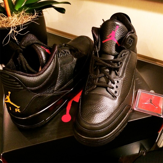 Drake Shows Off A Pair Of Drake vs Lil Wayne Air Jordans