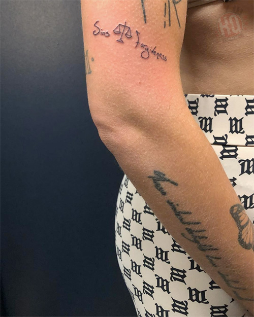 Halsey Gets A Tattoo Designed By Lil Wayne Seconds Before They Perform On SNL Together