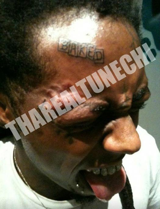 Lil Wayne Obtém Tattoo Assado na testa