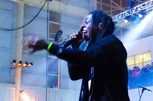Lil Wayne Confirms Issue With Cash Money  LIVE on Stage