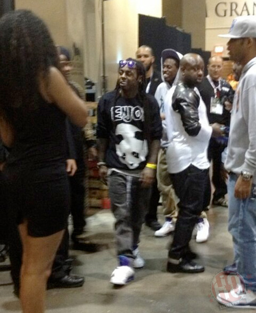 Lil Wayne Walks With Floyd Mayweather Jr To The Ring For His Fight Against Robert Guerrero
