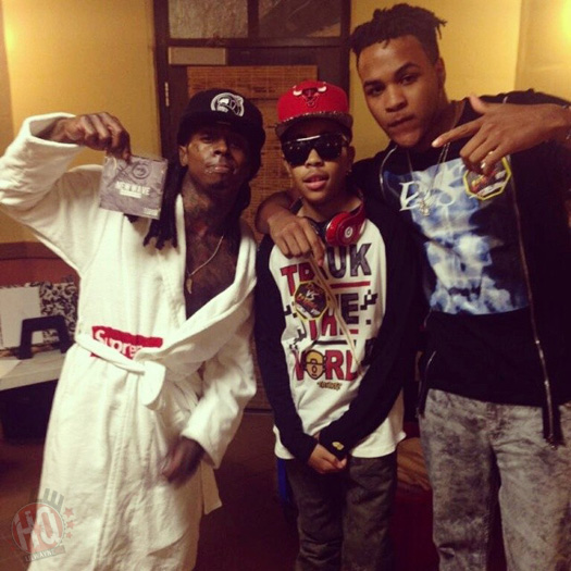 Lil Wayne Takes Photos With Fans & Celebrities On His Tour Bus
