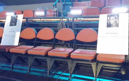 Lil Wayne Is Sitting In Between Beyonce & Nicki Minaj At The 2014 MTV VMAs