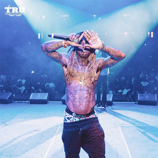 Lil Wayne Throws Up The Roc Sign & Switches Lyrics From Cash Money To Roc-A-Fella During Im Me Performance