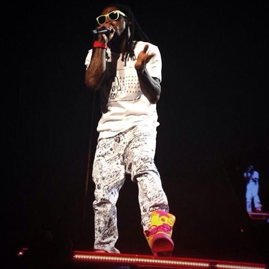 lil wayne performs live in toulouse france on his. Black Bedroom Furniture Sets. Home Design Ideas