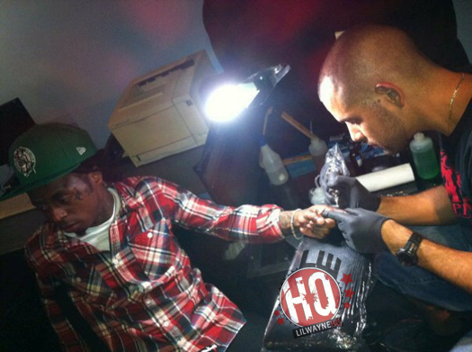 Lil Wayne Getting Tattoo On Finger